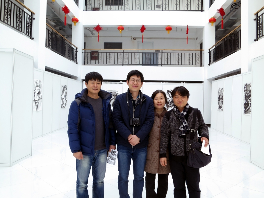 (From left to right) Mr. Hwang Jung-hoo, myself, Kee Young-Sook (my mother, who is also an artist), Mr. Park Woong-kyu